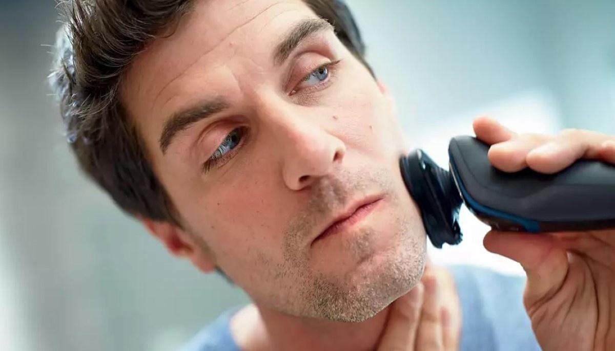 Mężczyzna goli się Philips Series 5000 S5100/06