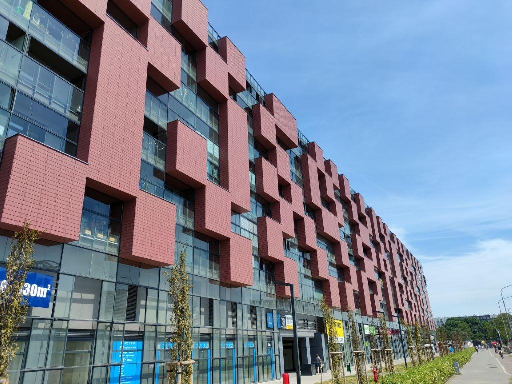realme GT - zdjęcie budynku w trybie automatycznym