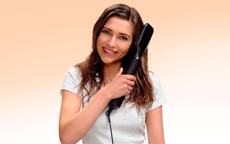 prostowanie włosów za pomocą suszarko-lokówki