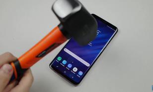 Samsung Galaxy S9+ kontra nóż i młotek - Test wytrzymałościowy
