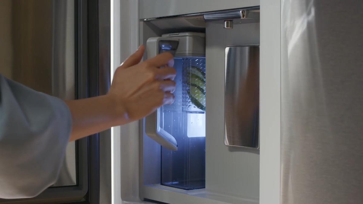 Wybrane modele nowoczesnych lodówek Samsung wyposażono w moduł Beverage Center, z którym szybko przygotujesz smaczne napoje.
