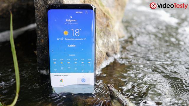 smartfon samsunga w wodzie