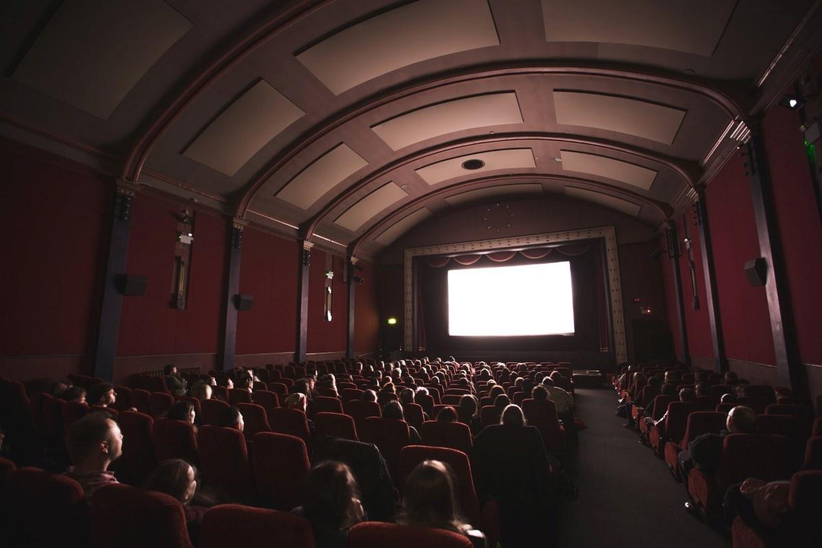 Kino pełne ludzi