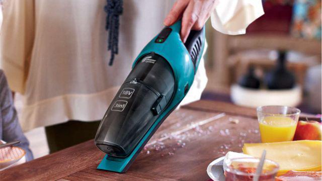 Odkurzacz ręczny w kuchni
