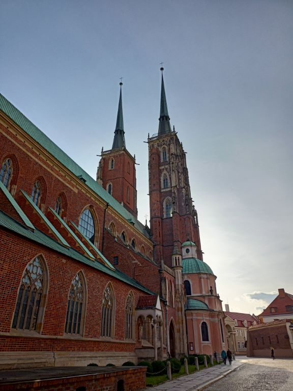 realme 7 - kościół z włączonym HDR-em