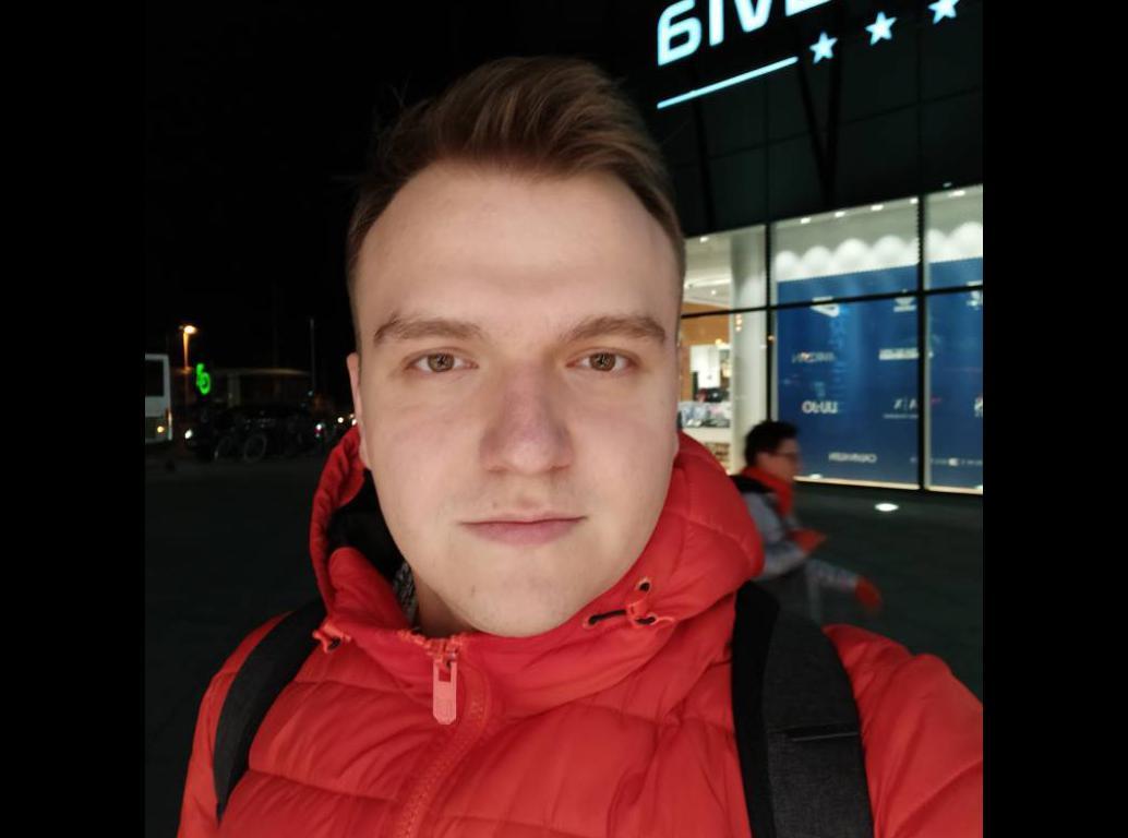 Redmi Note 8T - zdjęcie z przedniego aparatu w słabym oświetleniu