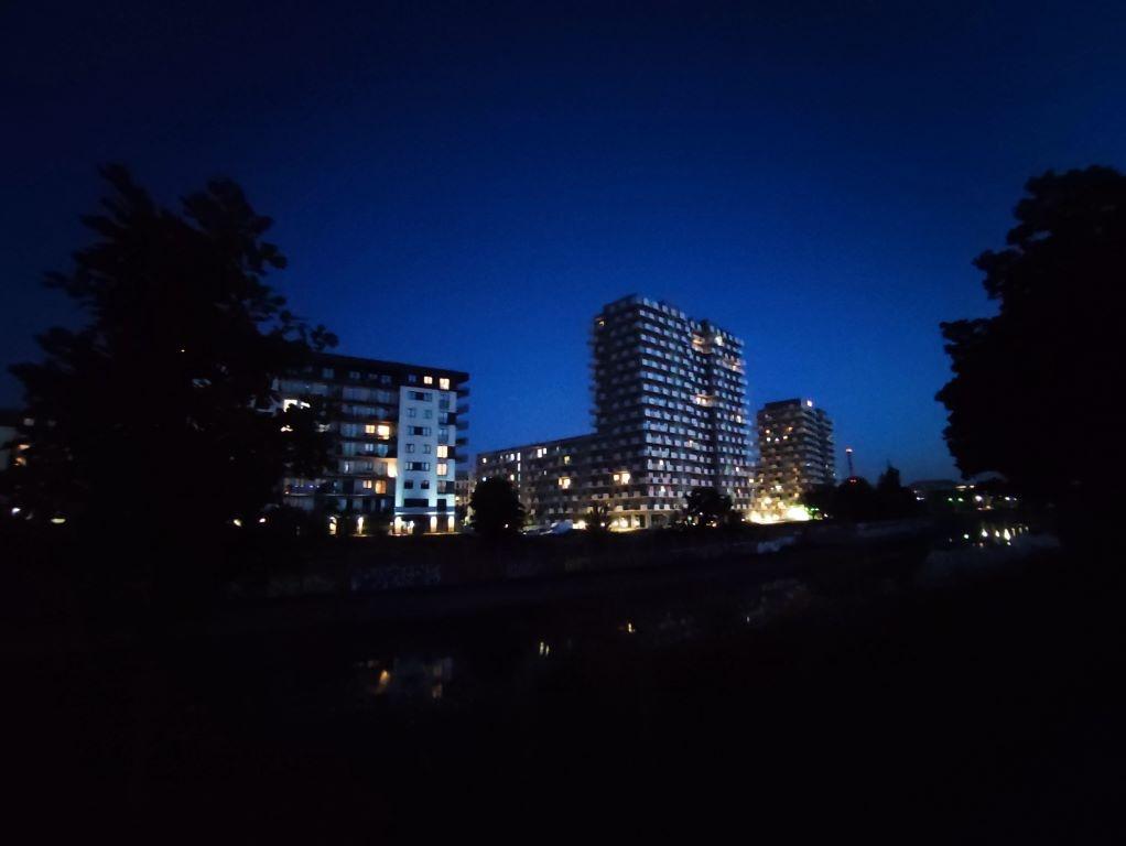Redmi Note 10 Pro - ultraszerokokątny obiektyw w trybie automatycznym nocą