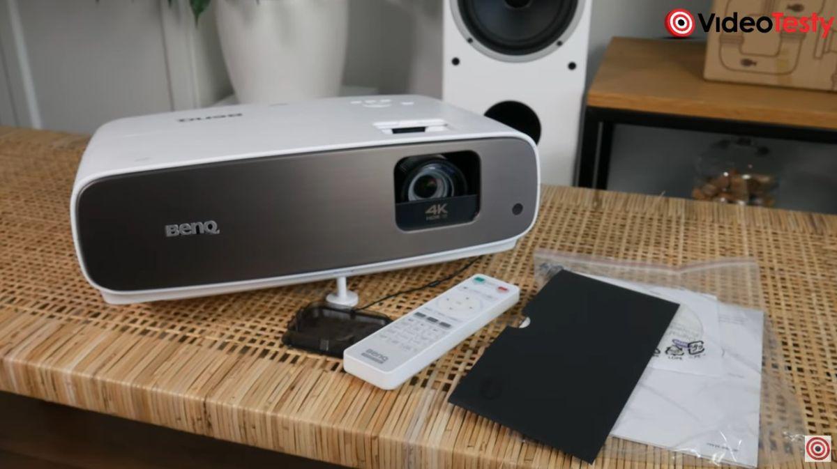BenQ W2700 design