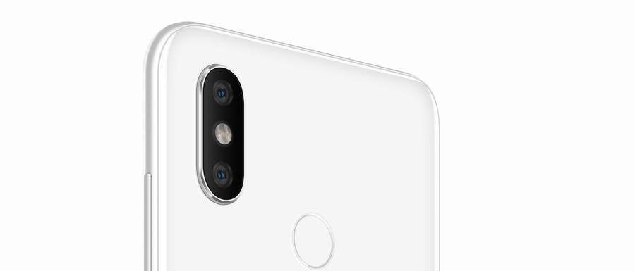 Xiaomi Mi 8 to telefon, który wygląda stylowo
