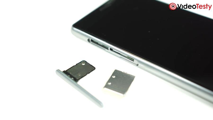 Tacka na karty SIM i Micro SD nie jest komfortowa