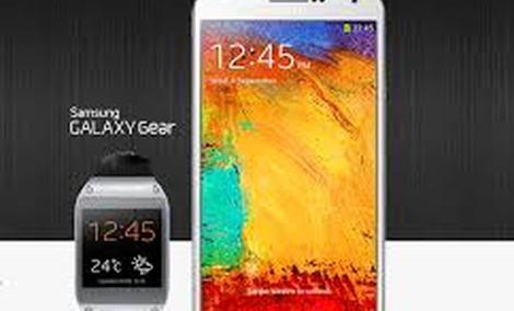 Papierowa sztuka obrazująca możliwości GALAXY Note 3 i GALAXY Gear