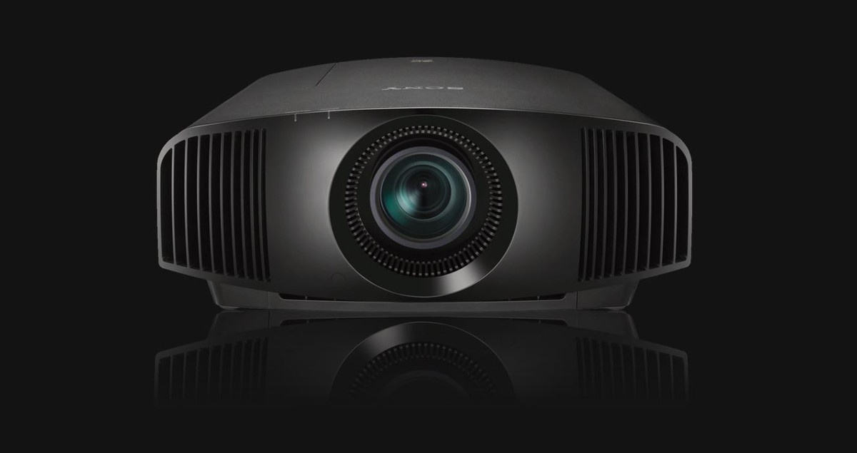 Sony VPL-VW290ES wyświetla obraz w rozdzielczości 4K i wspiera technologię HDR