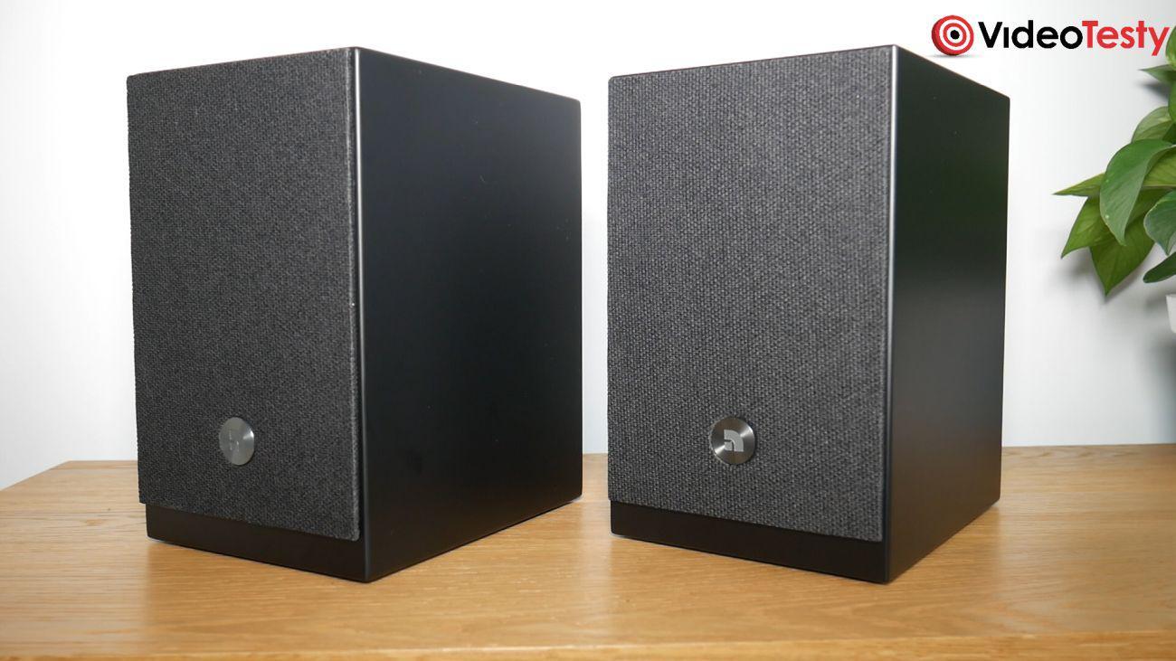 Audio Pro A26 z nałożonymi maskownicami