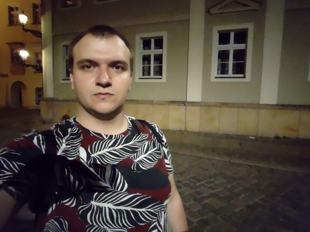 Selfie z obiektywu ultraszerokiego - f/2.4