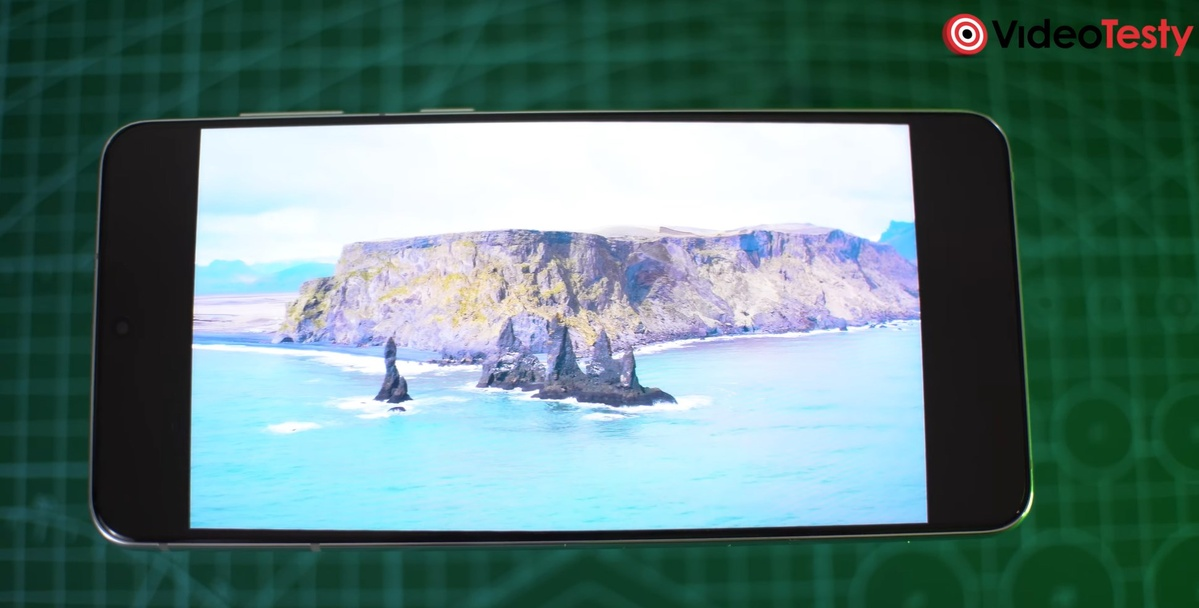 Ekran Samsunga Galaxy S21+ to czołówka smartfonów, choć w niższej rozdzielczości