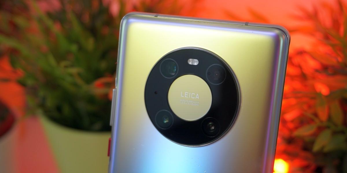 Huawei Mate 40 Pro oferuje wyspę przypominającą panel obsługi iPoda