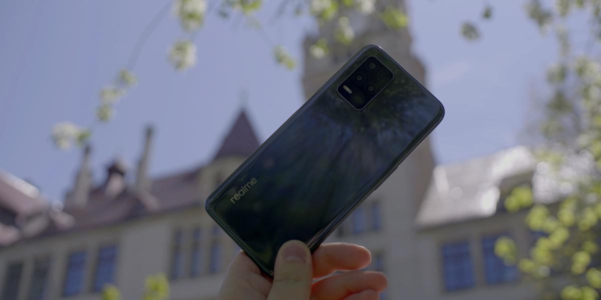 realme 8 5G jest atrakcyjny jak na tani smartfon z siecią 5G