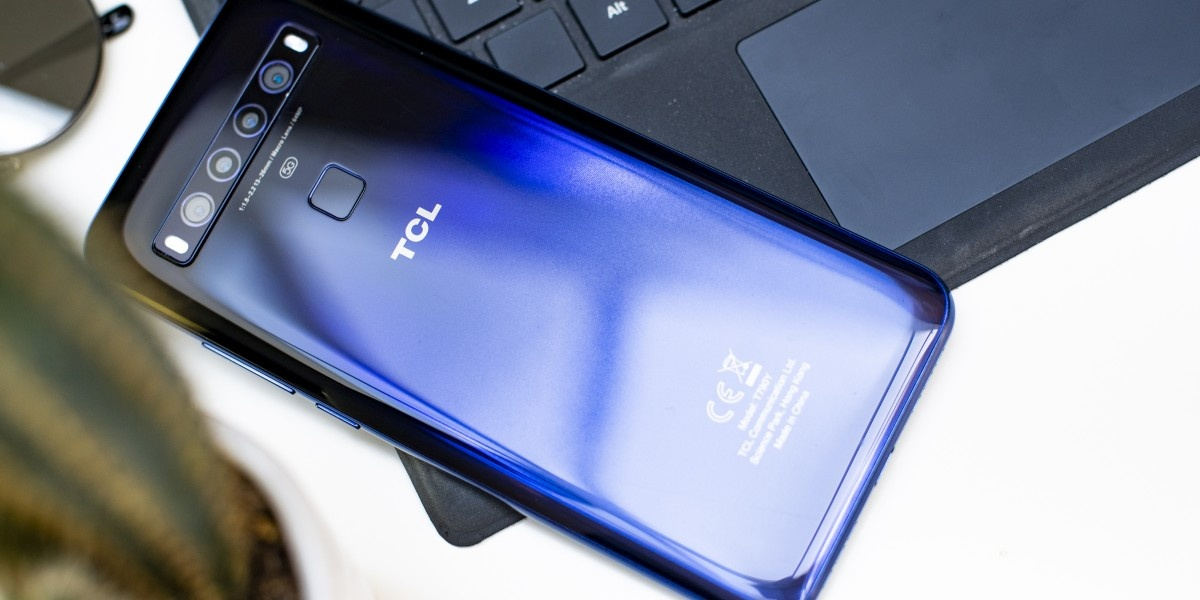 TCL 10 5G znacznie lepiej prezentuje się z tyłu