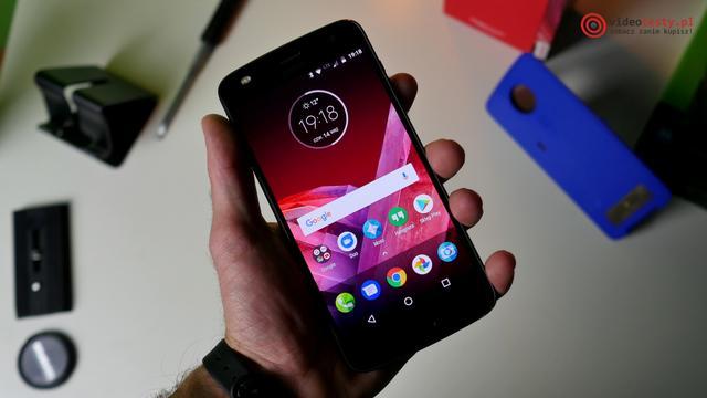 Motorola Moto Z2 Play z przodu