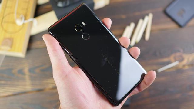 Xiaomi Mi Mix 2 w dłoni