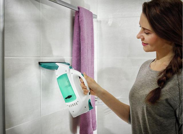 mycie płytek w łazience myjką leifheit