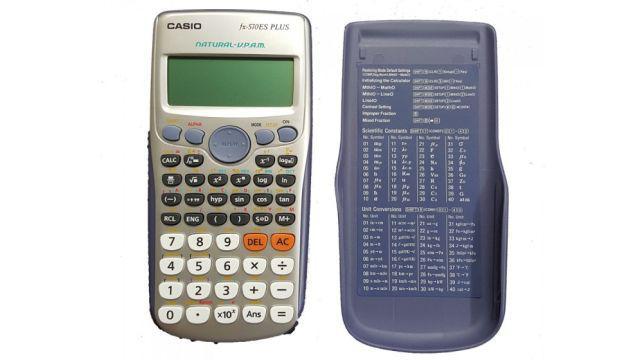 Kalkulator z obudową