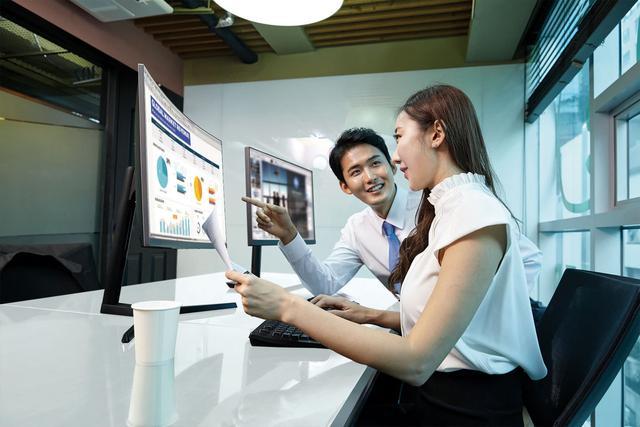Monitory od Samsunga nadają się do pracy profesjonalnej.