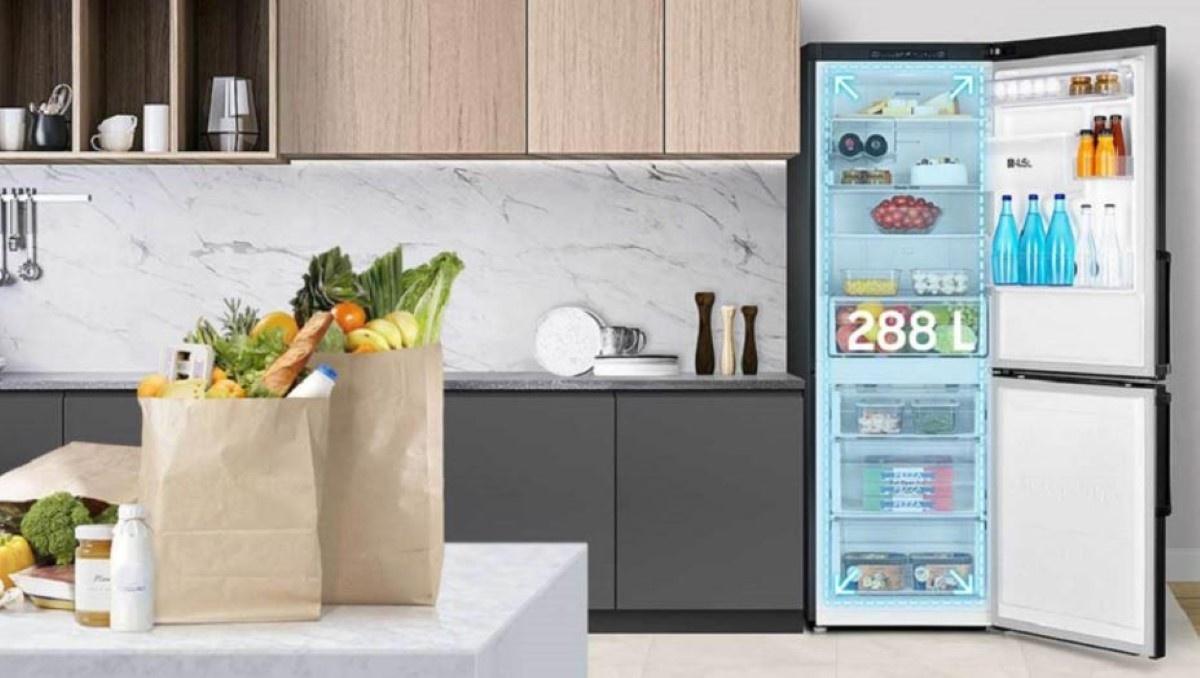 Samsung RB29FWJNDBC lodówka w kuchni