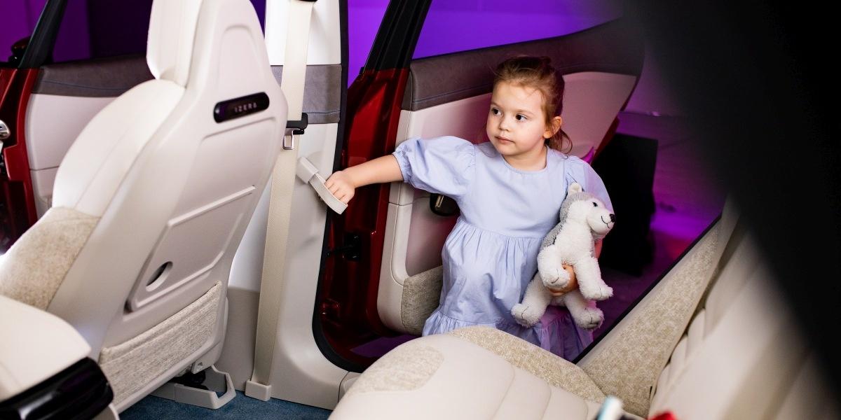 Dzieci w samochodzie Izera mają mieć łatwy dostęp do jego miejsca