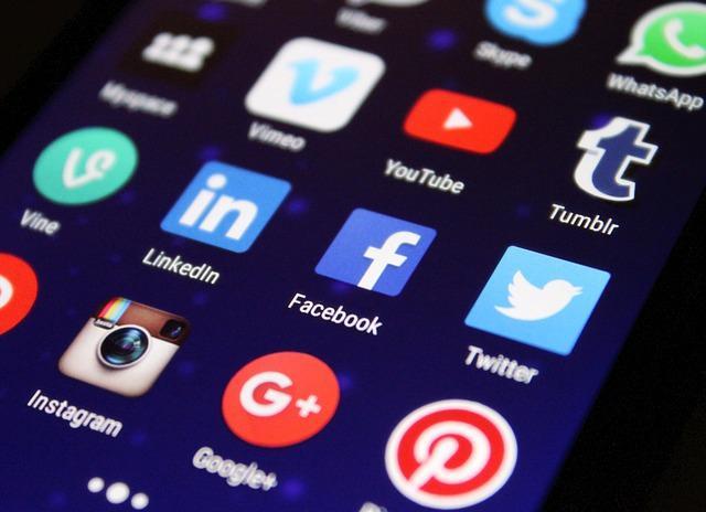Facebook pobiera dane z innych aplikacji