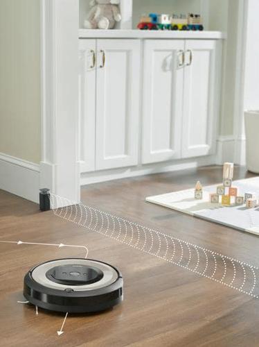praca dokurzacza iRobot Roomba e5