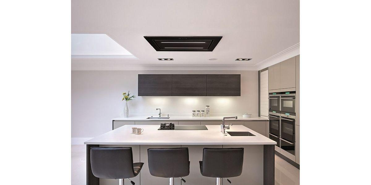 sufitowy okap w nowoczesnej kuchni