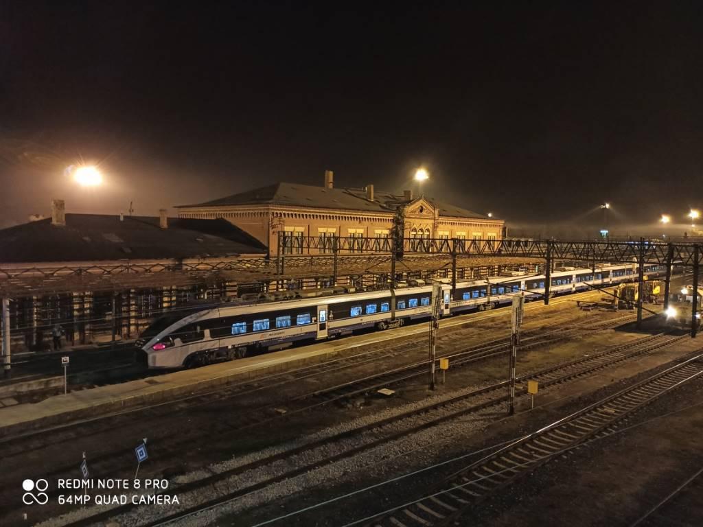 RN8 Pro - zdjęcie dworca w trybie automatycznym