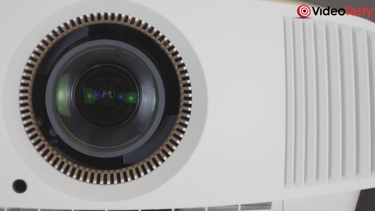 Sony VPL-VW570ES duży obiektyw z bliska