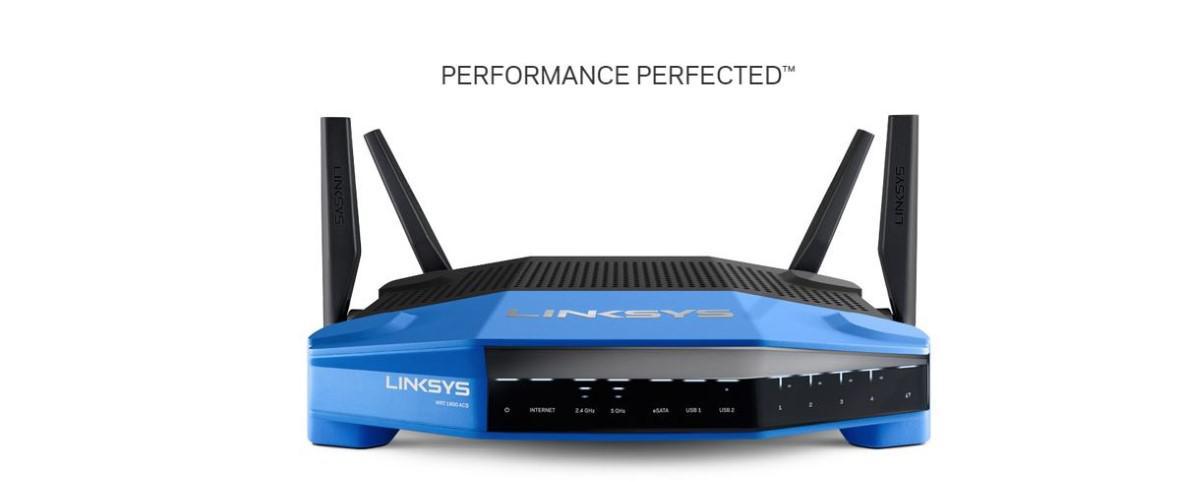 Router Linksys WRT1900ACS-EU na białym tle