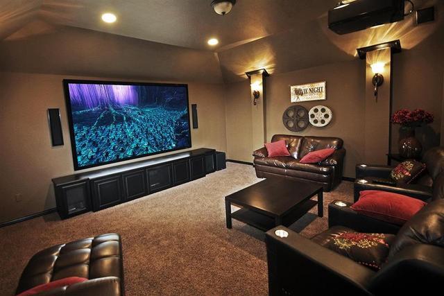 Poza zestawem kina domowego - warto mieć dobry telewizor