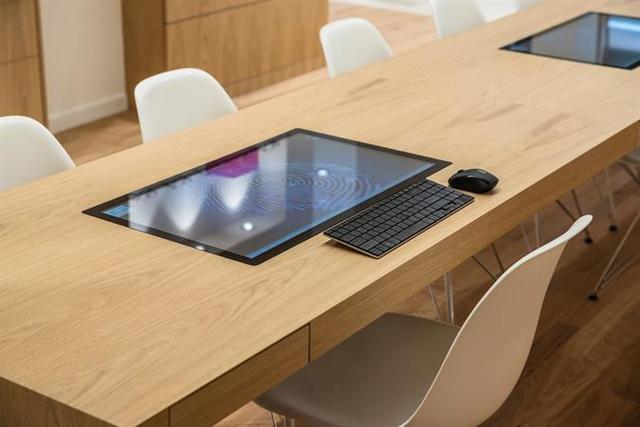 Monitory przeznaczone zostały do biur, sklepów, restauracji czy przemysłu.
