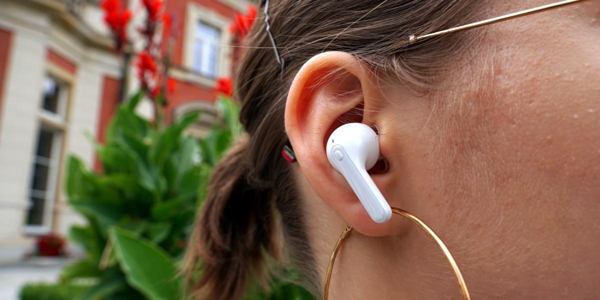 Ergonomia i dopasowanie słuchawek LG Tone Free są dobre