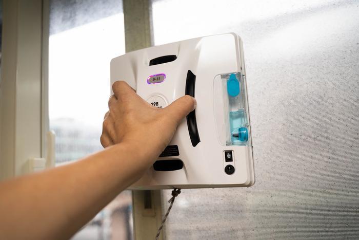 przyczepianie robota Hobot 298 do okna