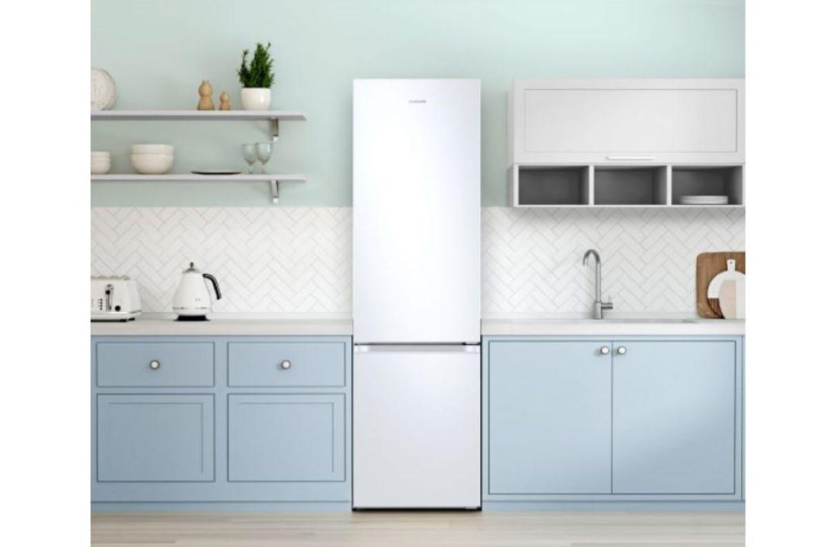 Biała lodówka Samsung Grand w kuchni