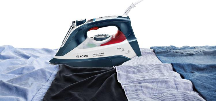 żelazko Bosch TDI902836A na ubraniach