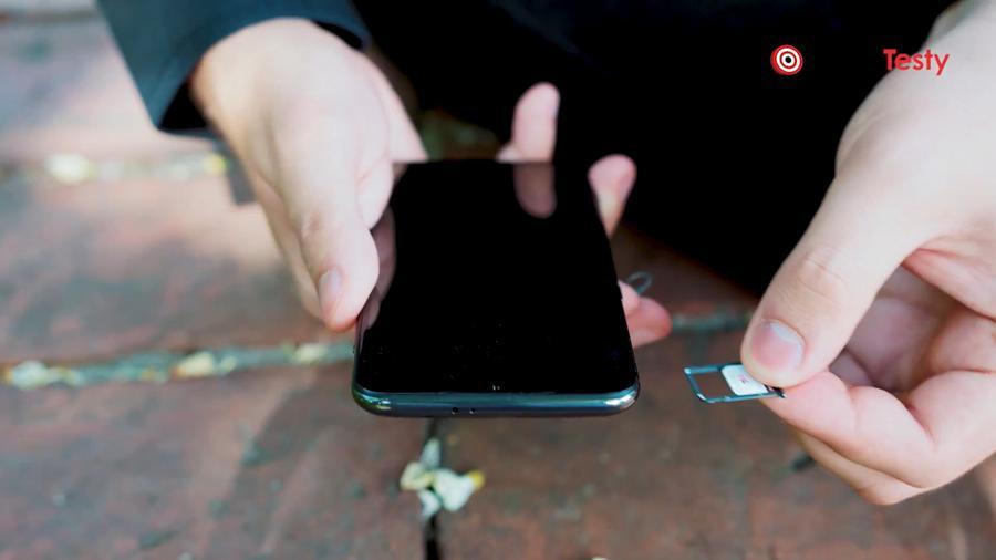Xiaomi Mi 9 jest Dual SIMem, ale bez opcji karty micro SD