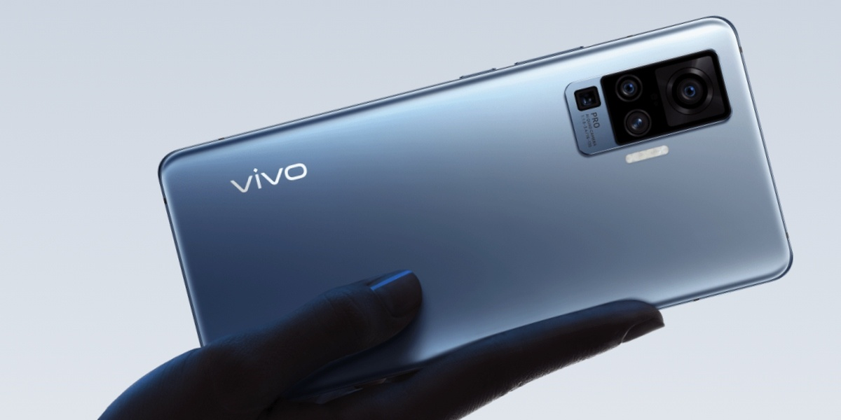 Vivo X51 5G zaoferuje srebrny tył