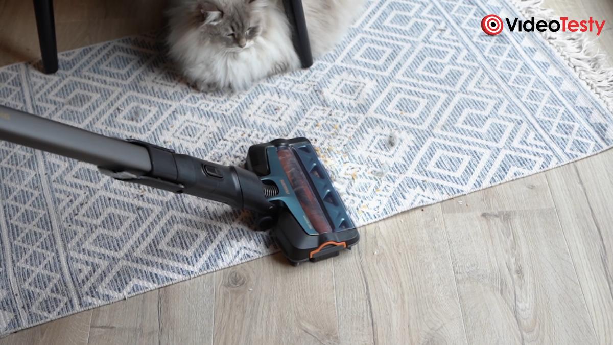 Odkurzanie dywanu Philips Aqua 8000