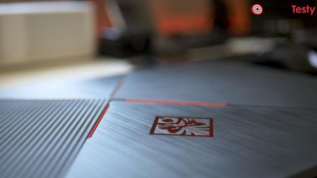 HP OMEN 17 logo na obudowie