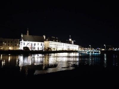Tryb nocny pozbawia zdjęcia kolorów