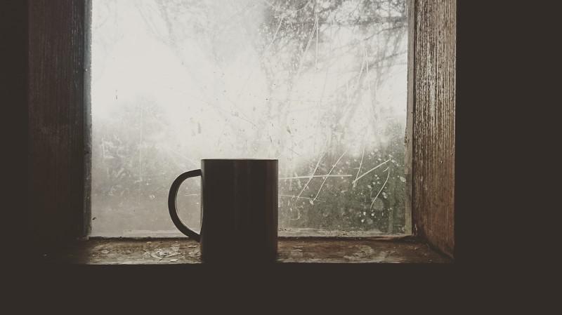 Termometr bezdotykowy zmierzy temperaturę herbaty