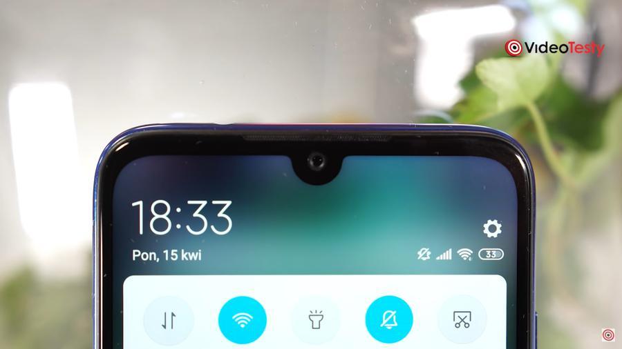 Redmi Note 7 posiada niewielkie, estetyczne wcięcie u góry ekranu