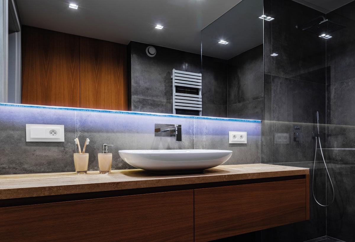 Taśma LED Hykker w łazience