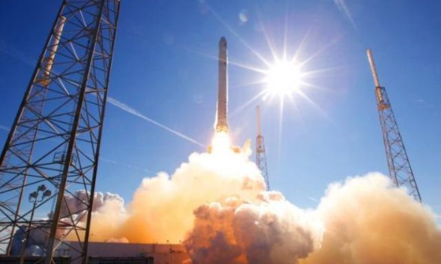 Falcon Heavy - Powstanie Najpotężniejsza Rakieta